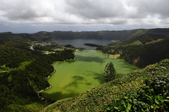 Greens and blues (Elios.k) Tags: horizontal outdoors nopeople lake lagoaazul lagoaverde bluelagoon greenlagoon twinlakes lagoadassetecidades colorful setecidades montepalace vistadorei viewoftheking vistapoint viewpoint landscape sky clouds cloudy shadows weather colour color lagoon water green forest caldera volcaniccrater trees nature hills greenisland crater ilheverde travel travelling june2017 summer vacation canon 5dmkii photography island pontadelgada saomiguel acores azores portugal europe miradouro miradourodavistadorei