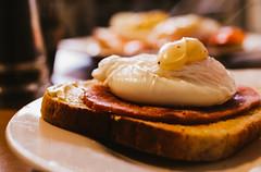 Eggs Benedict (De Búrca Photography) Tags: eggs eggsbenedict ham canon canon750d canont6i breakfast flickr