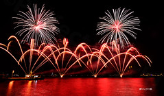 Fireworks at Lisbon #12 (José M. F. Almeida) Tags: grupo luso pirotecnia lisboa lisbon ano novo new year fireworks fogo artificio tagus praçadocomercio terreiro paço years eve