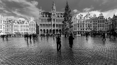Grand - Place de Bruxelles BW (YᗩSᗰIᘉᗴ HᗴᘉS +12 000 000 thx❀) Tags: architecture bruxelles capitale capital city town ville bn bw nb yasminehens hensyasmine rain