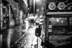 Who owns the street? (mripp) Tags: art vintage retro old jeep car auto street mono monochrom berlin city urban stadt rain rainy regen night nacht mobility mobile miv leica m10 summilux 50mm