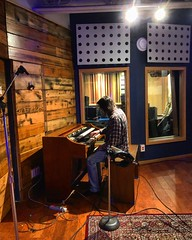 Organic Organ 🎹 (Pennan_Brae) Tags: musicphotography music recordingsession recordingstudio recording musicstudio hammondorgan hammondb3 hammond keyboardist keyboards organ organist