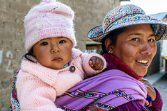 Mother and child (Jan Jungerius) Tags: peru cabanaconde portret porträt portrait child kind moeder mother mutter nikond750 tamronsp2470mm frau vrouw woman