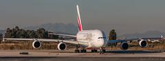 Emirates A380-861 A6-EDT (José M. Deza) Tags: 20171204 a380861 a6edt airbus bcn elprat emirates lebl planespotting spotter aircraft