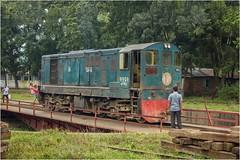 On the Turntable - Chittagong (Trains In Tasmania) Tags: bangladesh chittagong diesellocomotive dieselshunter shuntinglocomotive turntable manualturntable ef35350mm13556lusm canoneos550d trainsintasmania stevebromley gmgl8 gmcanada emd
