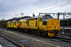 97303 + 97304 - Crewe - 16/12/17. (TRphotography04) Tags: network rail 97304 john tiley 37217 97303 37178 stand crewe working 0z97 0830 derby rtcnetwork bas hall ssm