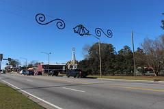 Over the road Christmas decorations, US82 Sylvester (MJRGoblin) Tags: sylvester 2017 georgia worthcounty georgiastateroute520 usroute82 christmas2017