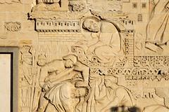 Saint Paul : écriture des épîtres et martyre (frediquessy) Tags: basrelief saintpauldessablons georgesmuguet oise compiègne église sculpture prison martyr saint apôtre martyre épître