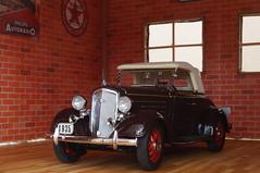 1935 Chevrolet Standard Sports Roadster diecast 1:24 made by Danbury Mint (rigavimon) Tags: diecast miniaturas 124 chevrolet roadster diorama garage 1935