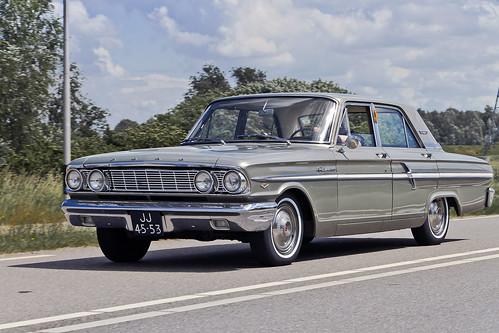 Ford Fairlane 500 Sedan 1964 (2666)
