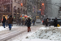 Blizzard (erichudson78) Tags: usa nyc manhattan timessquare canoneos6d canonef24105mmf4lisusm snow neige rue street town ville froid cold newyorkcity newyorkblizzard snowstorm blizzard tempêtedeneige winter hiver janvier january personnes trafficlights
