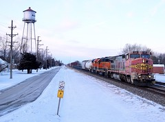 Small Town Mornings (AdamElias14) Tags: bnsf528 watertower mazonil mgalchi fallenflag bnsf bnsfchillicothesubdivision atsfwarbonnet b408w atsf