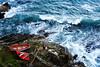 _ZA03060 (zalo_astur) Tags: ola barca pareja mar rocas asturies asturias costa bote madera playadelagueirúa cantabrico