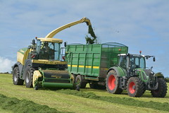Krone Big X 630 SPFH filling a Broughan Engineering Mega HiSpeed Trailer drawn by a Fendt 720 Vario Tractor (Shane Casey CK25) Tags: krone big x 630 spfh filling broughan engineering mega hispeed trailer drawn fendt 720 vario tractor agco green cappoquinn self propelled forage harvester silage silage17 silage2017 grass grass17 grass2017 winter feed fodder county ireland irish farm farmer farming agri agriculture contractor field ground soil earth cows cattle work working horse power horsepower hp pull pulling cut cutting crop lifting machine machinery nikon d7100 tracteur traktori traktor trekker trator ciągnik