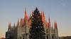 MILANO, TRAMONTO. (Salvatore Lo Faro) Tags: milano lombardia italia italy duono chiesa piazza guglie cielo tramonto rosso fuoco albero natale salvatore lofaro canon g16