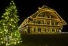 Weihnachten in Thun (beat_bieri) Tags: beleuchtung scheune haus lichter tanne weihnachtsbaum thun