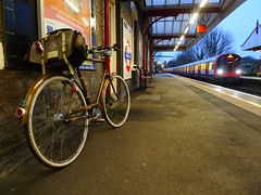 Avoiding a Headwind and Darkness (cycle.nut66) Tags: bicycle cycling raleigh esquire three speed sturmey archer steel classic 1975 ag dynohub flat bards lane chilterns chiltern hills amersham station underground london platform approaching train panasonic lumix lx3 leica summicron