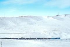 Khoolt mountain pass ... (N.Batkhurel) Tags: pass khoolt ubtz mongolia mountian monrailpic railway railfan 1520 locomotive diesellocomotive trains trainspotting transport ngc nikon nikondf 2te116um 24120mm season winter