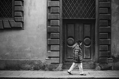 portal (gato-gato-gato) Tags: 35mm asph firenze iso800 it ilford italy ls600 leica leicamp leicasummiluxm35mmf14 leicasummiluxm35mmf14asph mp messsucher noritsu noritsuls600 strasse street streetphotographer streetphotography streettogs summilux wetzlar analog analogphotography aspherical believeinfilm black classic film filmisnotdead filmphotography flickr gatogatogato gatogatogatoch homedeveloped manual mechanicalperfection rangefinder streetphoto streetpic tobiasgaulkech white wwwgatogatogatoch toscana italien manualfocus manuellerfokus manualmode schwarz weiss bw blanco negro monochrom monochrome blanc noir strase onthestreets mensch person human pedestrian fussgänger fusgänger passant