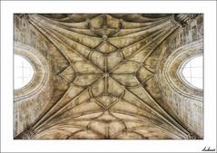 Mirando a las estrellas (V- strom) Tags: arquitectura texturas arquitecture textures piedra stone dome nikon2470 nikond700 viaje travel portugal castillo castle tomar convento convet luz light simetría symmetry ventanas windows historia history
