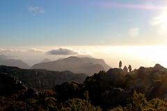 las mejores vistas siempre son desde la cima (lautxi) Tags: cima tablemountain 12apostles capetown sunset southafrica sudafrica atardecer silhoutte silueta montaña