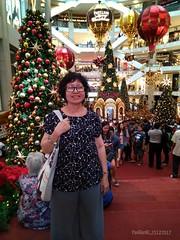 Christmas in Pavilion KL (radi0head pix'el) Tags: familyphoto familyday family families familieschart groupshot groupshots 2017 ejen lee tomilee tamilee yuen zhanxiang zhan xiang zx leezx leeyuen lin pavilionkl pavilion kualalumpur kl klshoppingmall klshoppingmalls malls mall klmalls klcity kltown shoppingmalls shopping malaysia asia asian asean apac