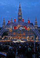 Frohe Weihnachten! Merry Christmas! (Wolfgang Bazer) Tags: christkindlmarkt rathaus wien christmas market vienna merry österreich austria