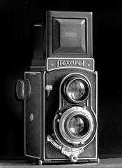 Flexaret IV (1950 ca.) (Mattia Camellini) Tags: biottica twinlens 6x6cm vintagecamera cameraporn ilfordfp4 canoneos5 ef135mmf2lusm biancoenero canoscan9000fmarkii film35mm pellicola id11 mattiacamellini flexaretiv meopta