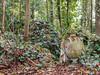 LR London 2017-300154 (hunbille) Tags: birgittelondonoktober20172lr london england nunhead cemetery magnificentseven magnificent seven victorian autumn fall allsaintscemetery all saints grave graves urn