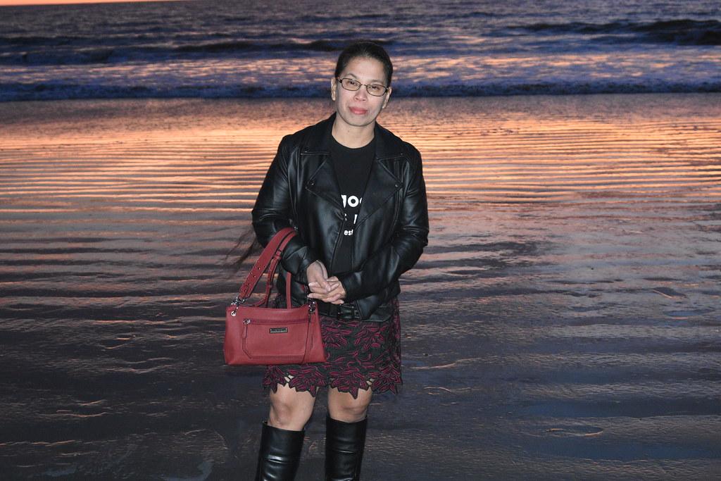 DSC_3946 (stephenjholland) Tags: beach beautifulladyladies beauty  beautypretty wife filipina husband sand sunset sun