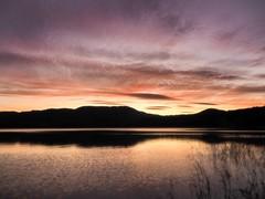 Feliç 2018! (jocsdellum) Tags: capdany adeu2017 hola2018 llibertat desitjos deseos wishes capvespre lastsunset banyoles estany llac lake lago