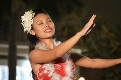 Waikiki Beach Walk - Seven Days 'til Christmas - Day 4 - 12-22-17 (@HawaiiIRL) Tags: waikiki beach walk seven days til christmas day 4 122217 waikikibeachwalk livemusic hula merrychristmas rys