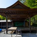 Noh(能) stage, this is ancient style and authentic design. 能が出来上がった当初のそのままのデザインという感じがしました。