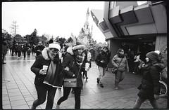 (Touché et Fuyant) (Robbie McIntosh) Tags: leicamp leica mp rangefinder streetphotography 35mm film pellicola analog analogue negative leicam analogico blackandwhite bw biancoenero bn monochrome argentique dyi selfdeveloped filmisnotdead autaut candid strangers leicaelmarit28mmf28iii elmarit28mmf28iii elmarit 28mm kodaktrix kodak trix ilfordilfoteclc29 lc29 disneyland disney lovers paris france woman eyecontact castle
