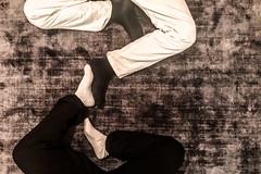 unwahrscheinliche yin- und yang beinkleidung (dadiolli) Tags: münchen bayern deutschland de ☯️ 陰陽 socken socks blackandwhite