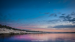 Happy X-mas Flickr!!! (Ignacio Ferre) Tags: embalsedevalmayor reservoir embalse madrid ríoaulencia españa spain sunset dusk anochecer puestadesol landscape paisaje nikon agua water cielo sky luna moon