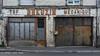 Rue de Blois, Amboise (Ivan van Nek) Tags: amboise indreetloire france 37 nikon breuzin mecanique tsf nikond7200 d7200 garage centrevaldeloire doorsandwindows ramenendeuren frankreich frankrijk peelingpaint urbandecay