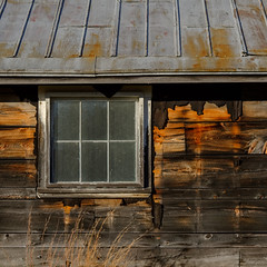 (jtr27) Tags: dscf3772xl jtr27 fuji fujifilm xt20 xtrans vivitar komine 55mm f28 macro manualfocus minolta md mount sr weathered wood siding metal roof rust oxidation corrosion square maine building newengland