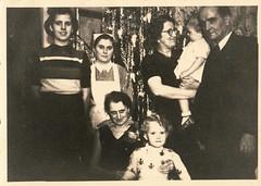 Weihnachten 1941 steht auf der Rückseite - altes Foto vom Flohmarkt (mama knipst!) Tags: weihnachten 1941 altesfoto
