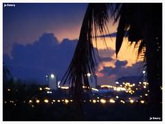 Luzes na cidade / Lights in the city (Ju Emery) Tags: juemery cidade city bsb brasilia lights luzes anoitecer dusk