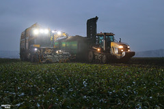 Sugar Beet Harvet | ROPA // CHALLENGER // HAWE (martin_king.photo) Tags: sugarbeetharvestxxl sugarbeet sugarbeetharvest ropa ropatiger ropatiger6 sugarbeetharvester snow white whitefield cold coldday workeveryday tschechischerepublik powerfull martinkingphoto machines strong agricultural greatday great czechrepublic welovefarming agriculturalmachinery farm workday working modernagriculture landwirtschaft machine machinery winter winterwork sugarbeetcampaign2017 campaign sugarbeetcampaign challengermt875b tractractor haweruw4000 sugar beet field transfer trailer