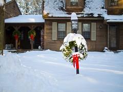 2017.12.25-14.45.30 (Pak T) Tags: snow house winter wreath
