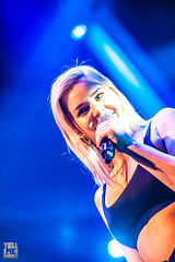Anna Marie: @the qube (Tell Me More Media / Edm News Belgium) Tags: annamarie live qmusic theqube singing crowd dance dancing