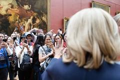 2017-10-18: Paris, Louvre, Brigitte Macron avec la première Dame de Colombie (Elysée - Présidence de la République) Tags: louvre touriste photo premièredame visite populaire brigitte macron