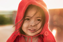 A BEAM OF LIGHT IN THE HORIZON (Nas-Photographer) Tags: baby sunset potraiture ngocnhi red yellow wind nasphoto duhaphoto sonya7ii sony 35art 35a sigma sigma35a bokeh flare