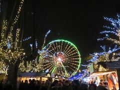 Het reuzenrad bij de kerstmarkt aan het Steenplein vlak naast de Schelde in Antwerpen (Koen Meessens) Tags: kerstmis kerstsfeer antwerpen centrum lichtjes kerstboom kerstmarkt wintervanantwerpen schelde stadhuis