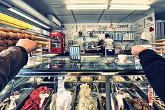 Che mondo sarebbe senza Caffè? (U i s g e) Tags: caffè pausa food men people business restaurant occupation working indoors store seafood service commercialkitchen gourmet everypixel