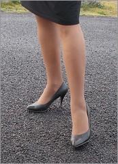 2017 - 11 - Karoll  - 708 (Karoll le bihan) Tags: escarpins shoes stilettos heels chaussures pumps schuhe stöckelschuh pantyhose highheel collants bas strumpfhosen talonshauts highheels stockings tights