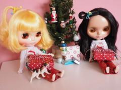 O-la-la, we have a presents!
