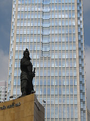 Vietnam - South Vietnam - Ho Chi Minh City - Trang Hung Bao (JulesFoto) Tags: vietnam hochiminhcity saigon tranghungbao statue